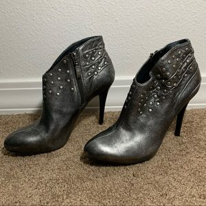Guess Darela silver stuff ankle bootie 7.5